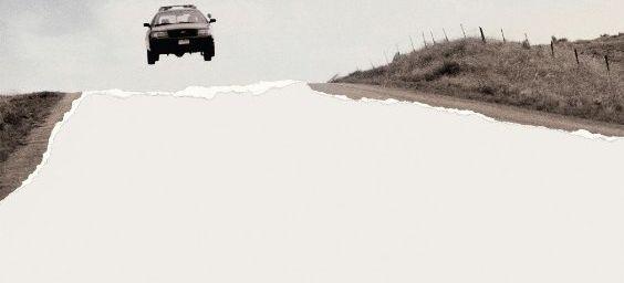 Cop Car (2015) (BANDE ANNONCE) de Jon Watts avec Kevin Bacon, Shea Whigham, Camryn Manheim