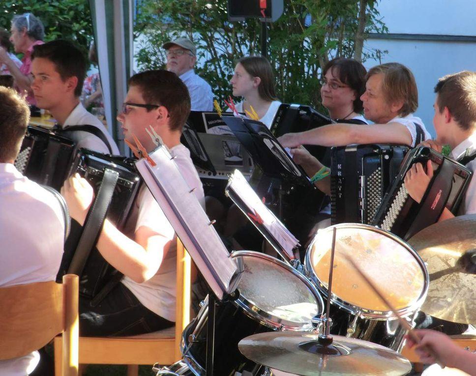 Dinkelsbühler Akkordeonorchester bereicherte  Sommerfest der Kuratie