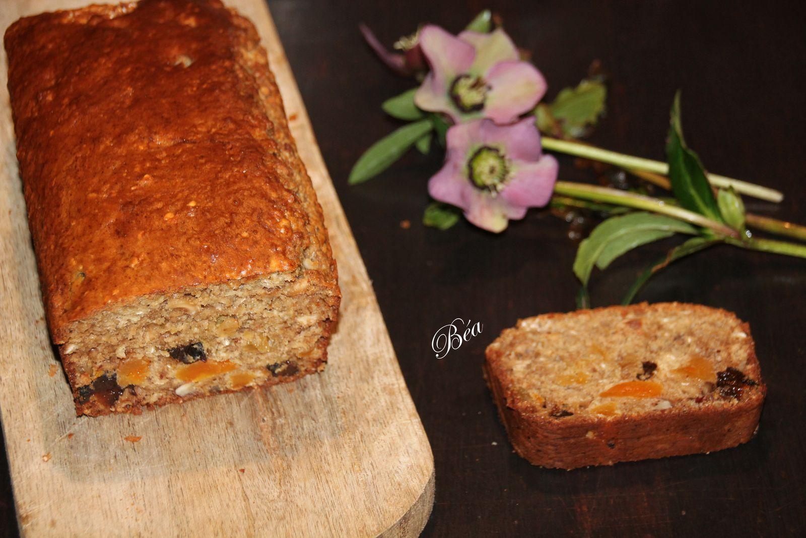 Cake santé aux flocons d'avoine et fruits secs