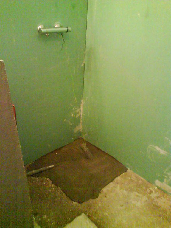 sos salle de bain, pose des gouttières, arrête de volets...