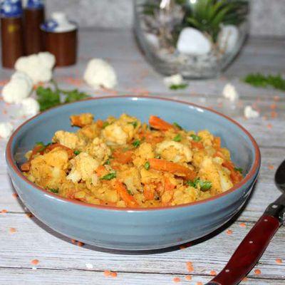 Curry de lentilles corail au chou fleur et carottes .