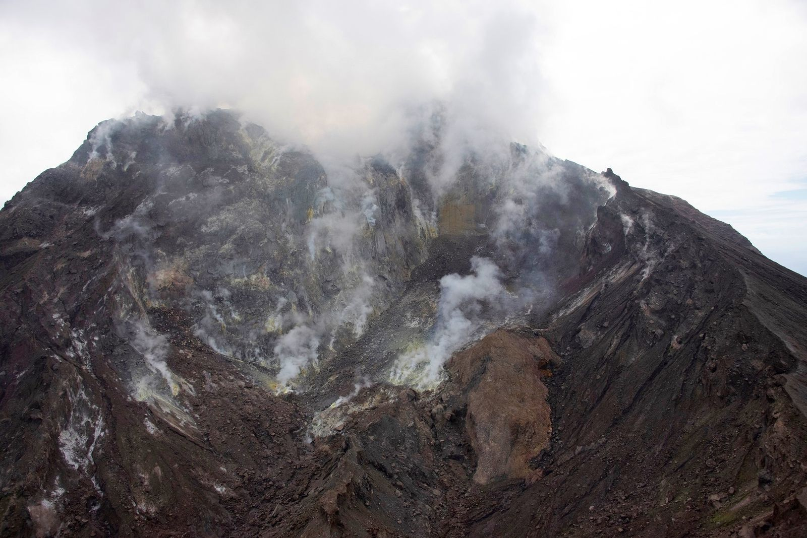 Montserrat - Soufrière Hills - General view looking south into the 2010 collapse scar on the north side of the lava dome - MVO photo