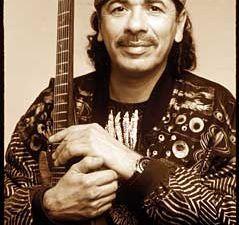 carlos santana, un guitariste américain d'origine mexicaine pivot des groupes santana blues band et santana brothers, l'un des guitaristes contemporains les plus connus au monde