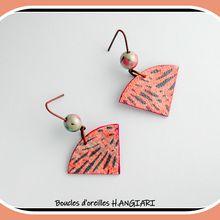 Boucles d'oreilles minimalistes, forme éventail, lignes graphiques, bleu et rose, longs crochets cuivre