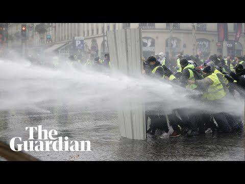 Les manifestations françaises «gilets jaunes» deviennent violentes dans les rues de Paris