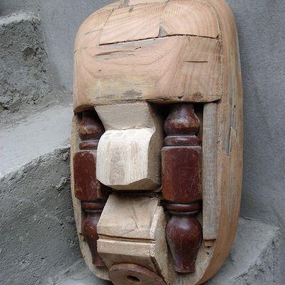 Têtes en bois, assemblages/sculpture.