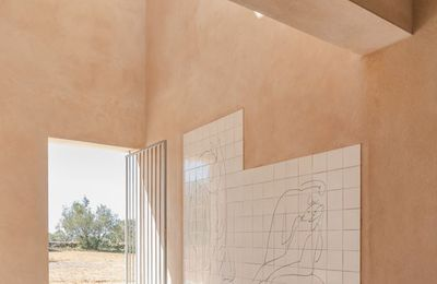 PRITZKER PRIZE, ALVARO VIEIRA SIZA SIGNS THE PROJECT OF THE HILLSIDE CHAPEL 'CAPELA DO MONTE' IN ALGARVE, PORTUGAL