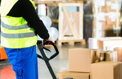 Which packers and movers service in the UAE give transit insurance?