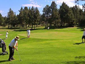Tournoi de golf en tenue d'époque