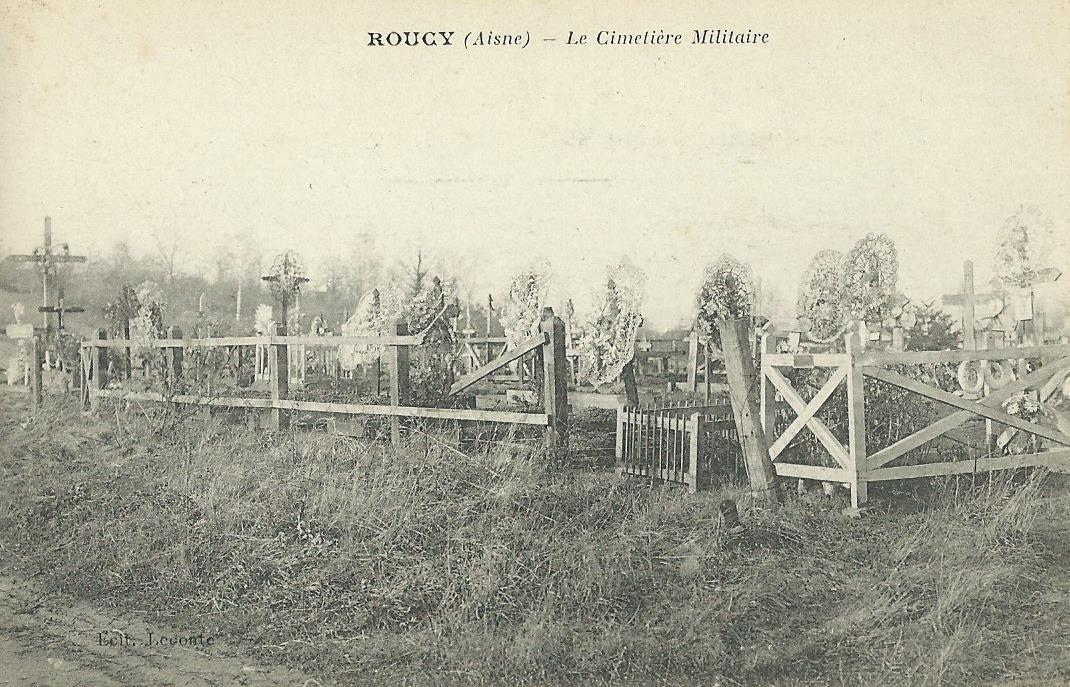 Le cimetière militaire provisoire de Roucy.