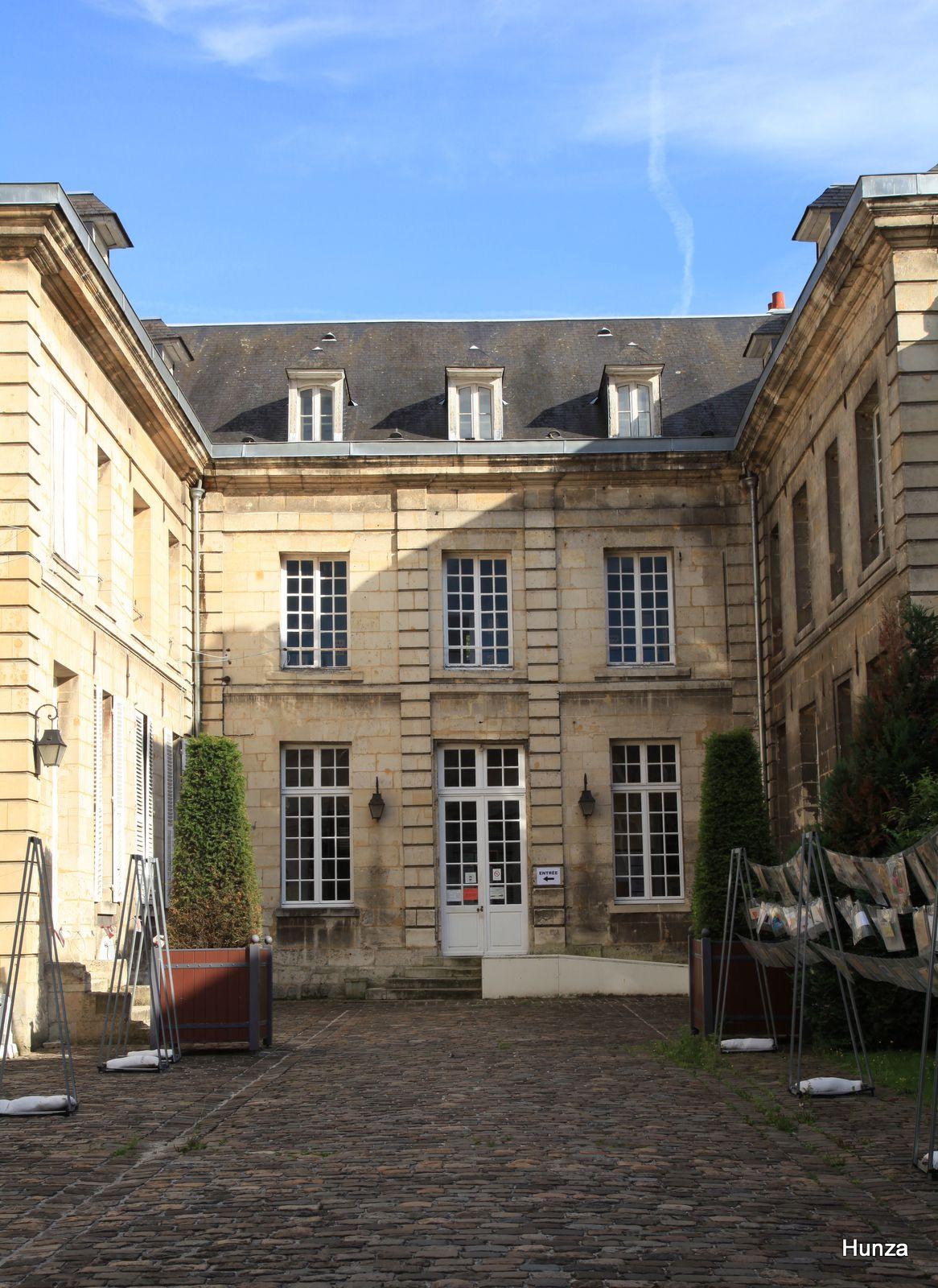 Noyon, l'Hôtel Arnette de La Charlonny