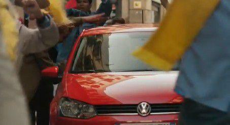 Pub de la semaine : VOLKSWAGEN fait de sa voiture un engin qui résiste à toutes les attaques des supporters