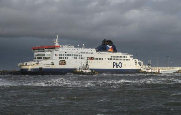 Un ferry s'échoue à Calais, le trafic maritime interrompu
