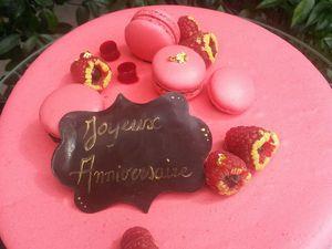 GATEAU MACARON CHOCOLAT NOIR FRAMBOISES