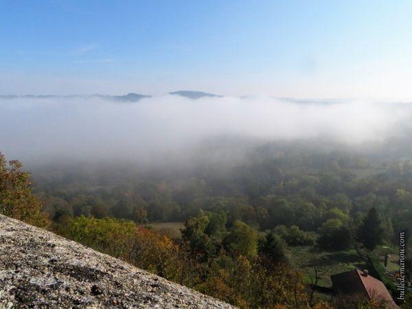 La vallée dans la brume (vues du cimetière de Solignac)