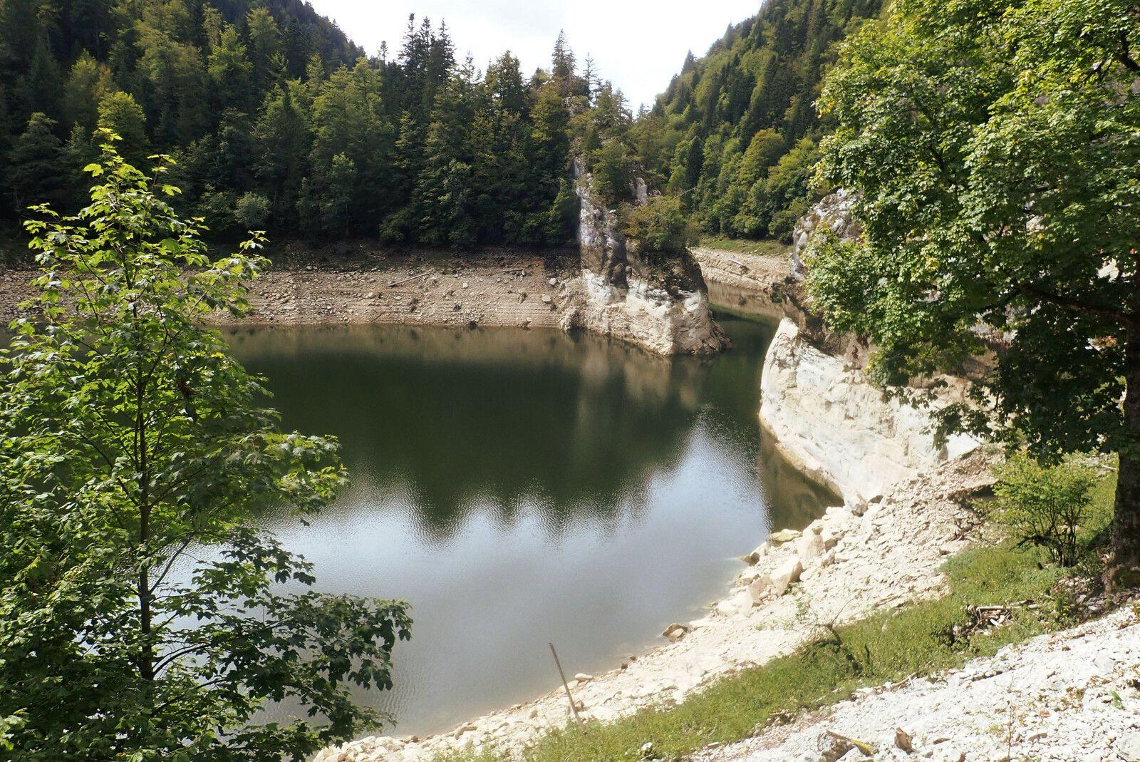 de la source au Chatelard, en passant par Mouthe, le Lac de St Point, Grand Combes, Morteau, Villers le lac, le saut du Doubs et les Gorges