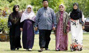 Imágenes de la poligamia.- El Muni.