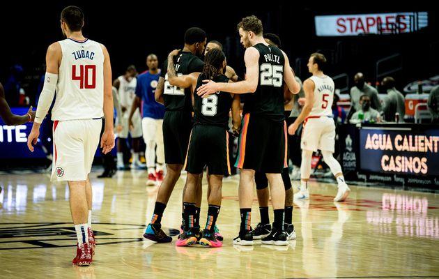 San Antonio domine les Clippers