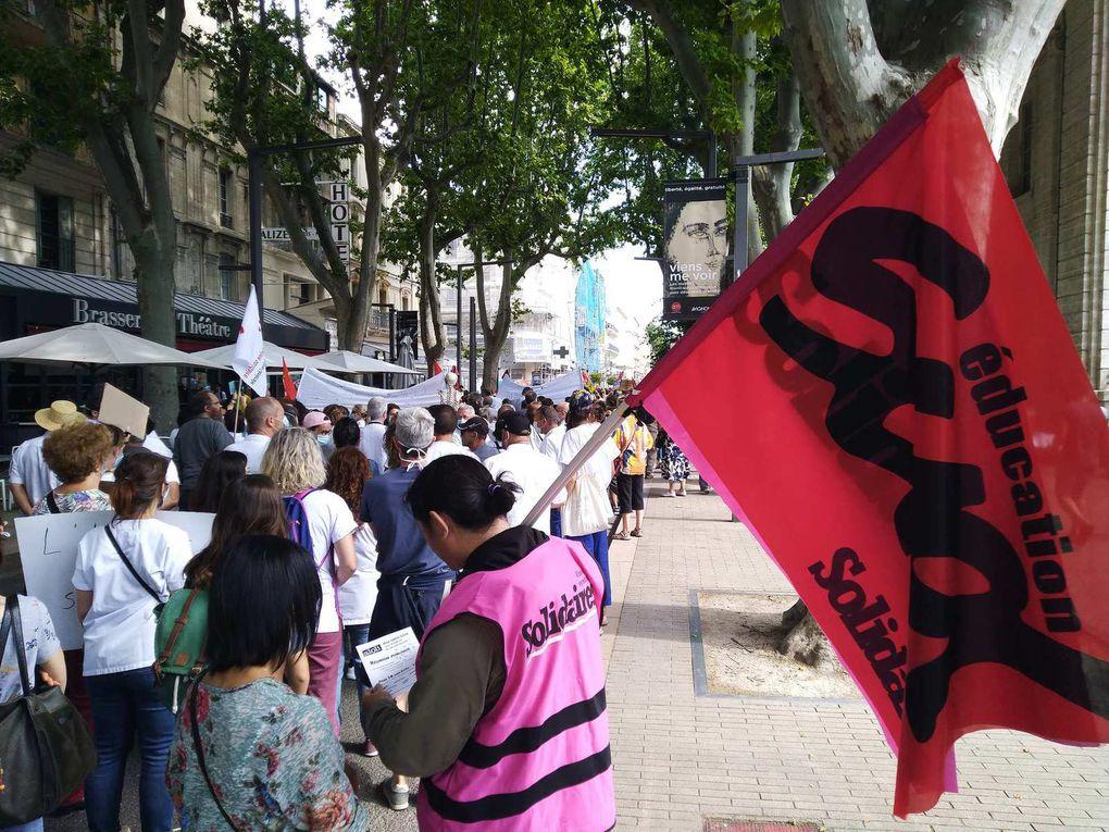 Santé: masqués mais pas muselés 3500 manifestants à Avignon