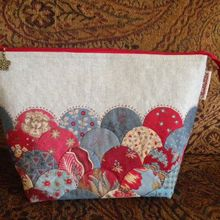 Thimble Stitch: Clamshell Pouch