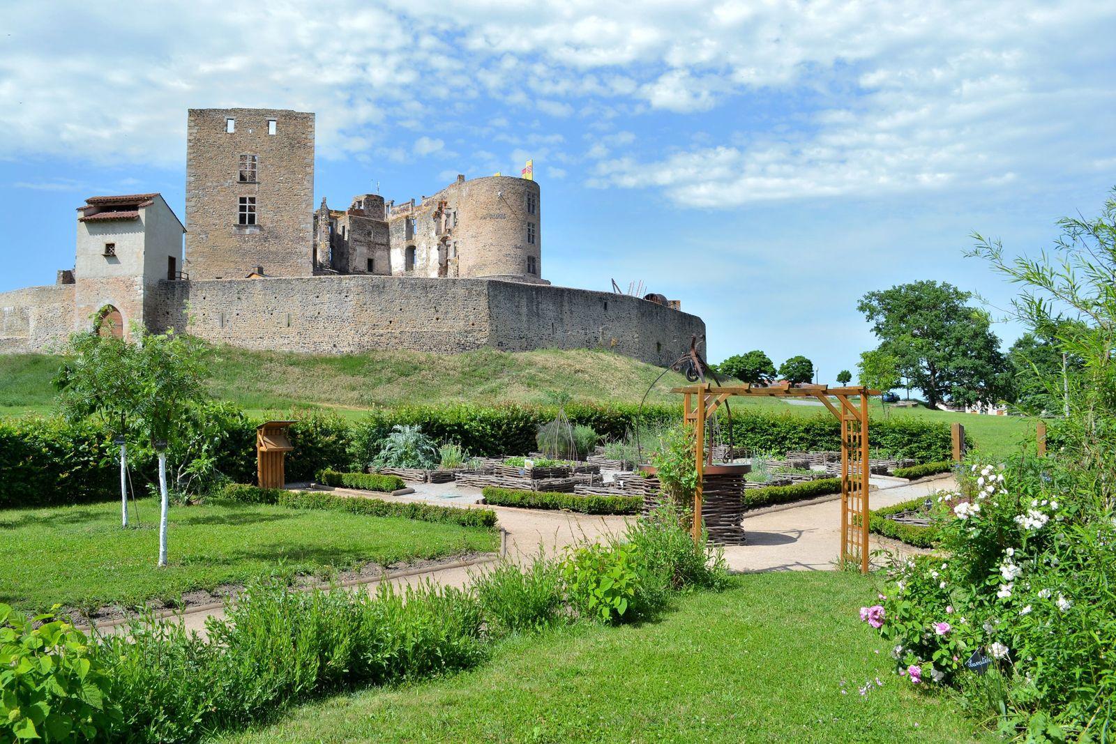 Le Jardin Médiéval du château de Montrond-les-Bains...