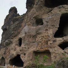 Les grottes troglodytes de Perrier
