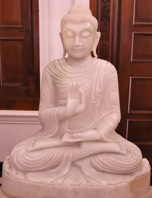 Bouddhas du temple dent sacrée Kandy - Sri Lanka