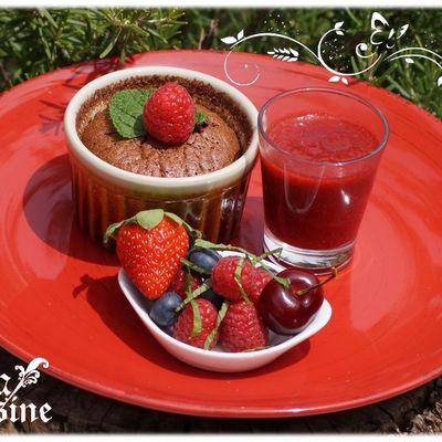 Fondants chocolat châtaigne cacahuète et coulis de fraises