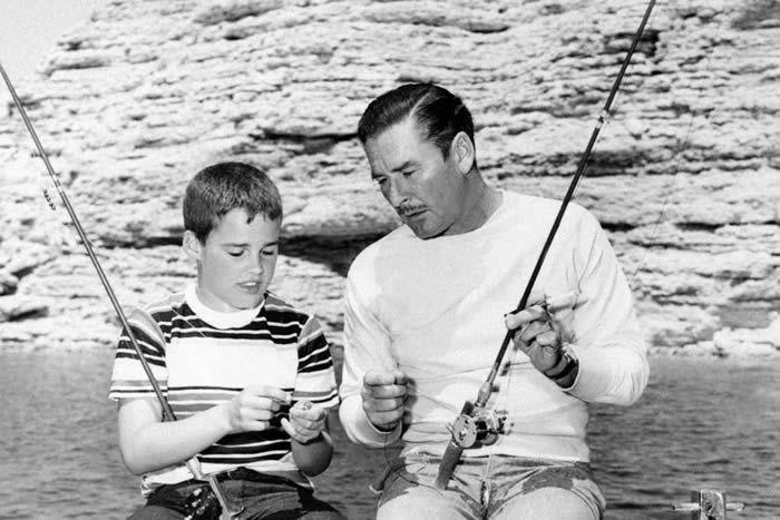 Errol et sean Flynn en 1951 • © STF/AFP