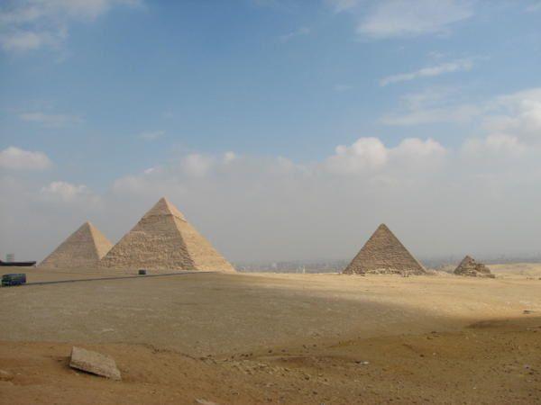 J'ai trié toutes mes photos prises en Egypte.GIZEH SAQQARAH Deux années riches en visites guider, Organiser, par Caire Acceuil le matin, pour les français expatrier . Par une charmante Egyptienne nommée Fatma.