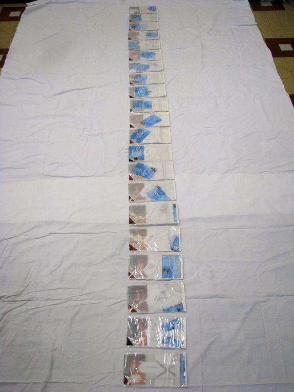 Petits livrets à la semaine : un feuilletage de lundi à dimanche autour d'un jeu de mains (homme-femme). Histoire quotidienne racontée en images façon BD... (collage photo, dessin et techniques mixtes sur plastique et papier, 21 unités : 25/15CM