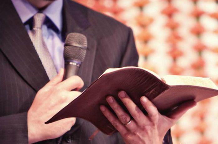 Témoignage : L'adjoint du pasteur a manipulé toute ma famille