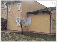 Saint André les Alpes: Une villa taguée à l'extérieur du village