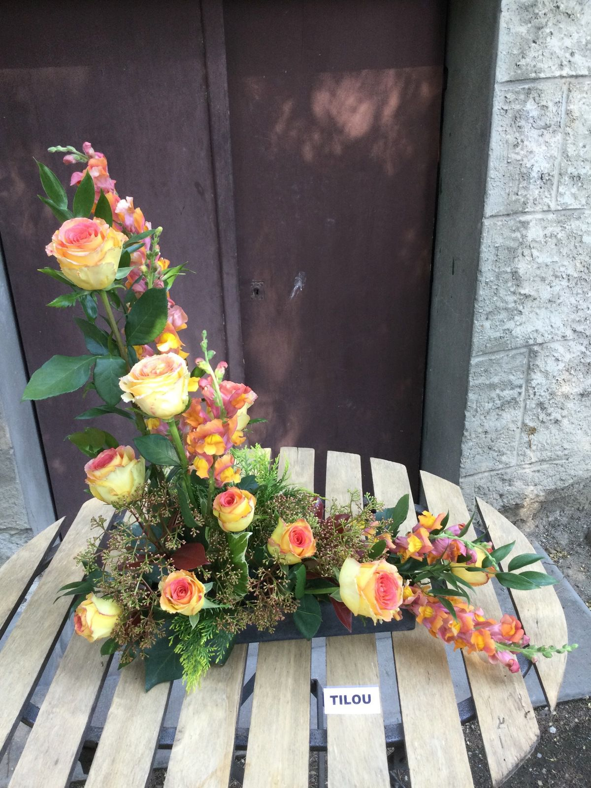 Roses, Muflier, Lierre, Ruscus, Cothynia,