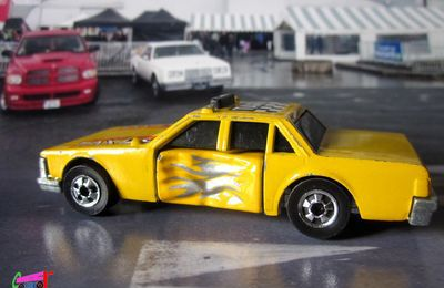 SUPER BLASTER TAXI HOT WHEELS 1/64.
