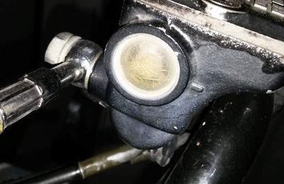 Remplacement voyant maitre-cylindre moto