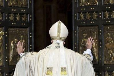 """La démission de Bergoglio ? Sànchez : """"Attention, c'est une stratégie de sortie pour continuer la ligne anti-papale""""."""