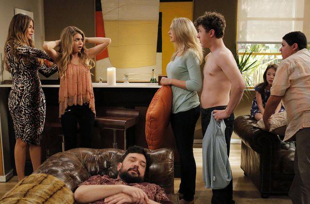 Critiques Séries : Modern Family. Saison 6. Episode 24.