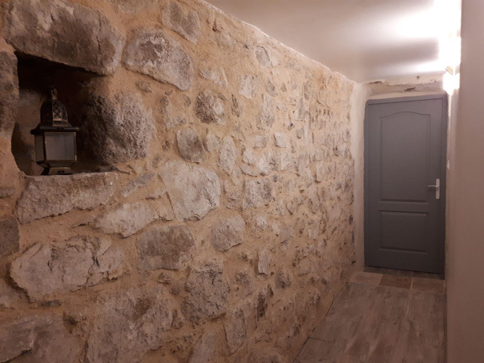 gîte en Aveyron- couloir et niche