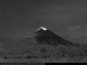 Momotombo - night glow seen by the webcam of the seismic station El Cardon, left the 17.09 at 3:49, right, the 18.09 to 0h50