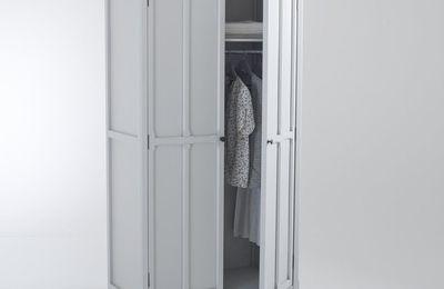 Déco chambre : armoire vintage retro penderie en bois pin peint en blanc