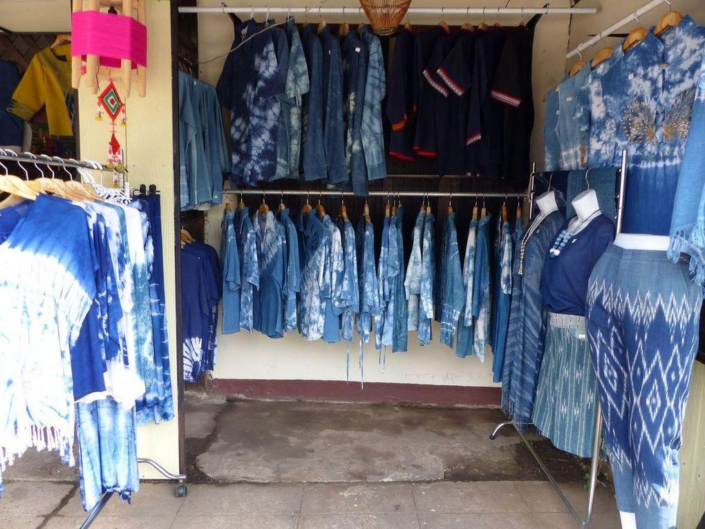 La rue du bleu à Sakon Nakhon