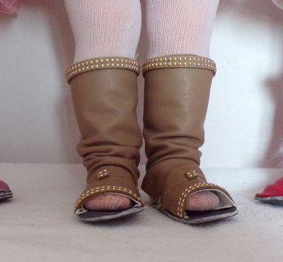 tuto gratuits couture poupées : différents modèles de bottes ; Victoria Lynn