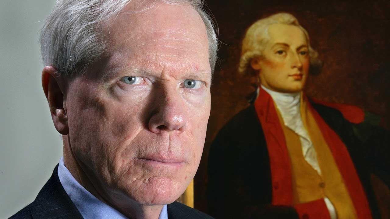 Paul Craig Roberts devant un portrait d'Alexandre Hamilton, le premier Secrétaire du Trésor. (Photo courtesy of the author to FPJ)