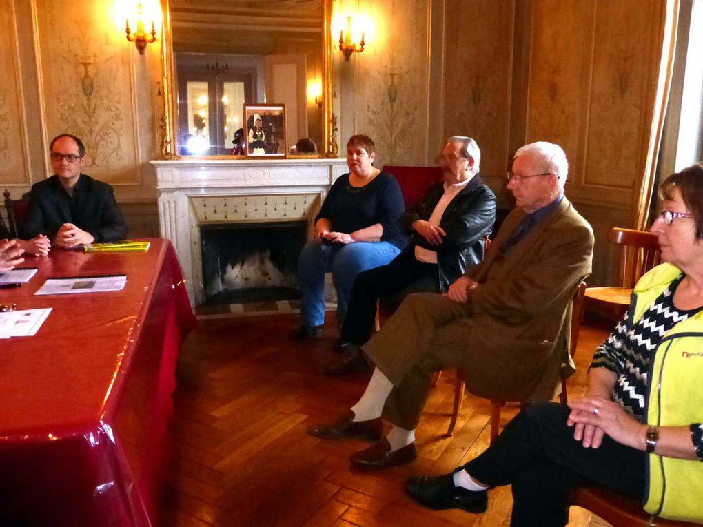 Parmi les personnes présentes, nous notons la présence d'élus, de la secrétaire de mairie et d'Henri Zamarlik, ancien maire.