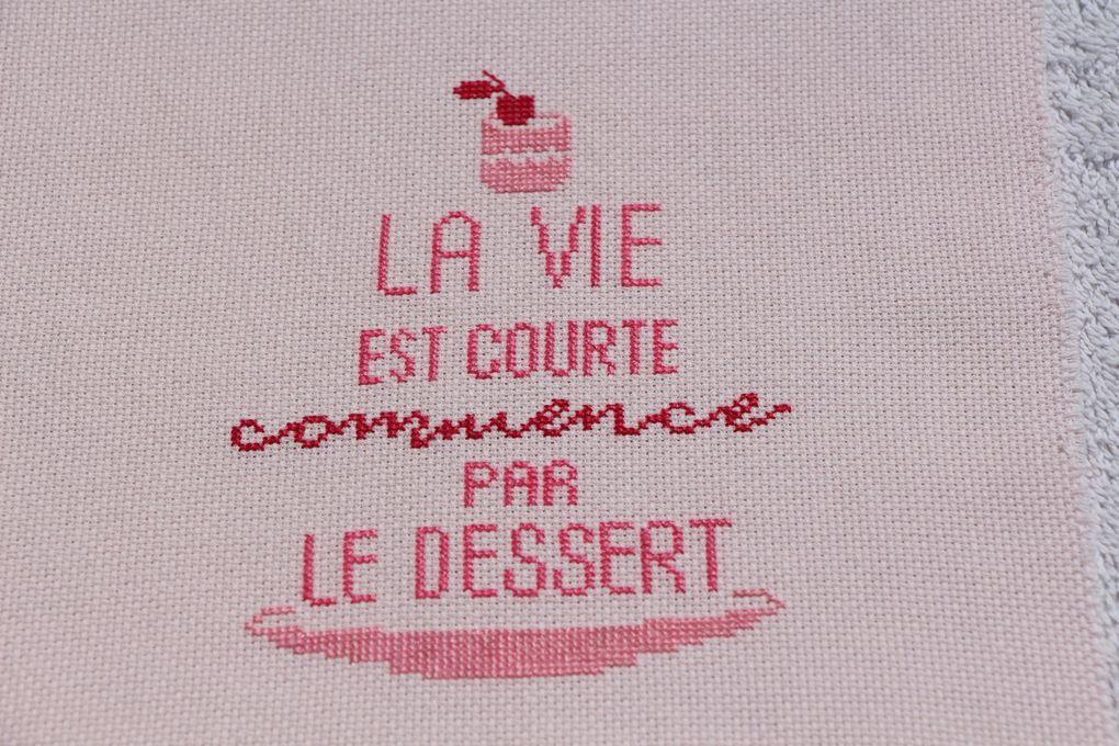 """""""La vie est courte commence par le dessert"""" Petits messages à broder"""