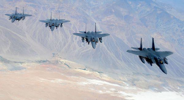 Photo : © US Air Force - Formation de quatre F-15E Strike Eagle.