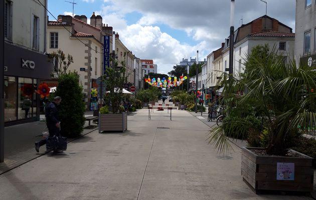 Rue commerçante en fête à la Roche sur Yon