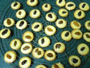 Ces pettis gâteaux se congèlent parfaitement, dans un sac congélation (de préférence sous vide d'air) - Laisser décongeler dans le sac pour éviter la condensation qui les détremperait et leur ferait perdre leur croustillant
