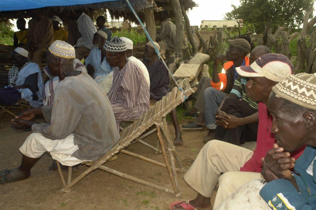 voyage humanitaire au village de Barakïa Filadougou en août 2014 L'ambulance médicalisée et du matériel acheminés